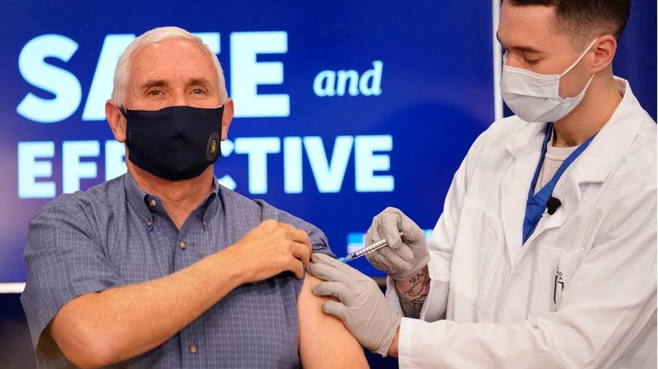 US-Vizepräsident Mike Pence erhält eine Impfung mit dem Corona-Impfstoff von Pfizer-BioNTech