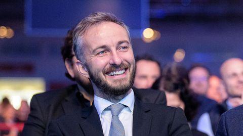 Der Moderator Jan Böhmermann, lachend