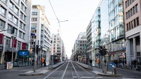 Wegen des Coronavirus ist die Berliner Friedrichsstraße menschenleer