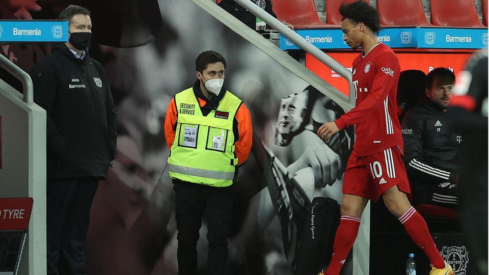 Leroy Sane verlässt den Platz in Leverkusen