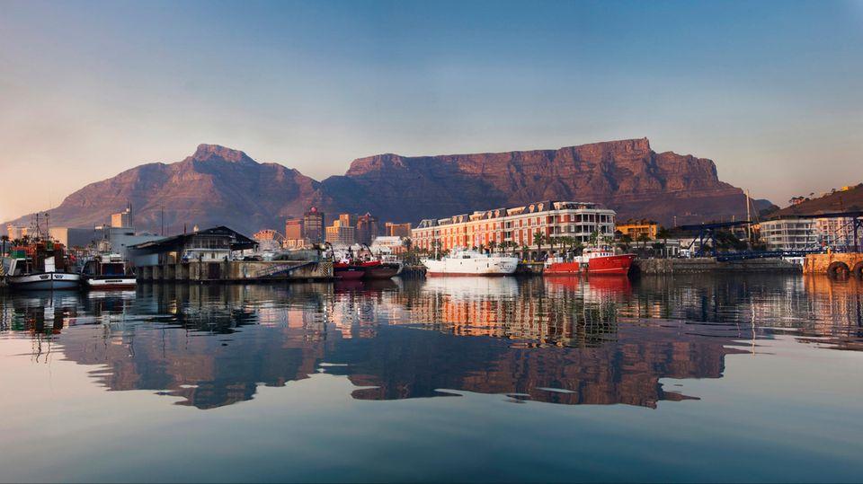 Neue Sars-CoV-2-Variante: Virus-Mutation auch in Südafrika – warum Urlauber jetzt um ihre Heimkehr fürchten