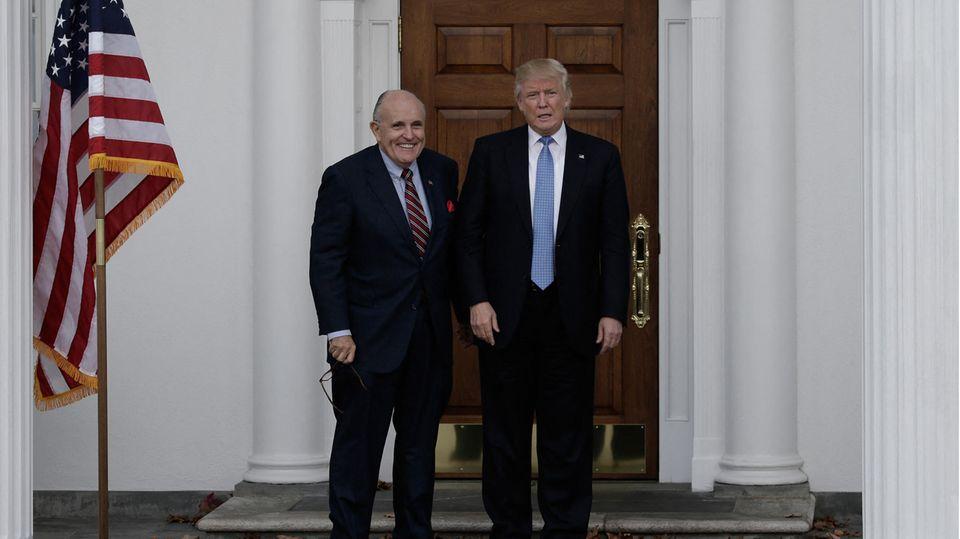 Familie, Berater, Parteifreunde: Das letzte Aufgebot – was sich die versprechen, die immer noch zu Trump halten