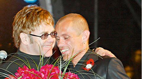 Gery Keszler und Sir Elton John beim Life Ball 2002