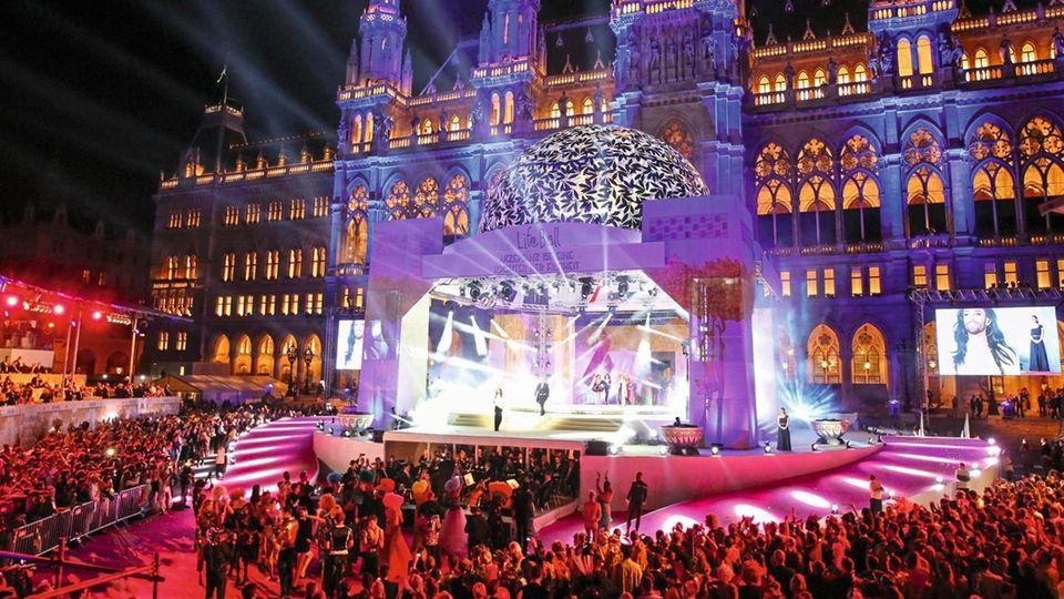 Eröffnung des Life Balls 2015 vor dem Wiener Rathaus