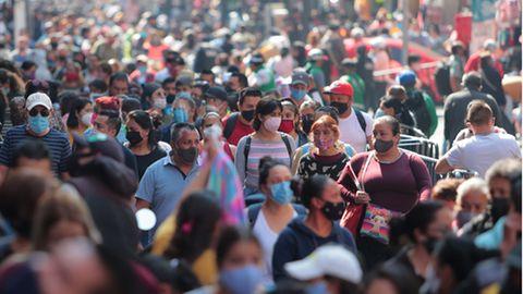 Anfang Dezember sind die Einkaufsstraßen in Mexiko-Stadt gut besucht, während die Coronazahlen bereits in die Höhe schießen.