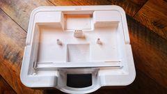 Der Eimer besitzt zwei Kammern und fasst etwa 2,5 Liter.