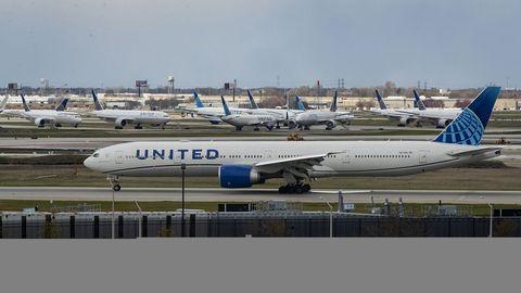 Flugzeug der United Airlines auf dem Rollfeld