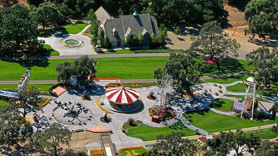 Michael Jacksons Neverland-Anwesen im Jahr 2001 aus der Luft