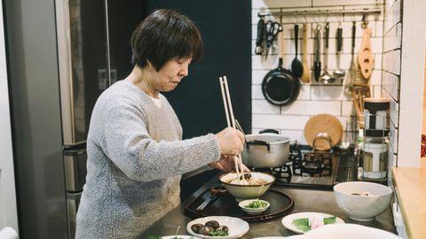 In Japan essen viele Menschen besonders achtsam, was Wissenschaftler*innen zufolge der Schlüssel für ein langes Leben sein könnte.