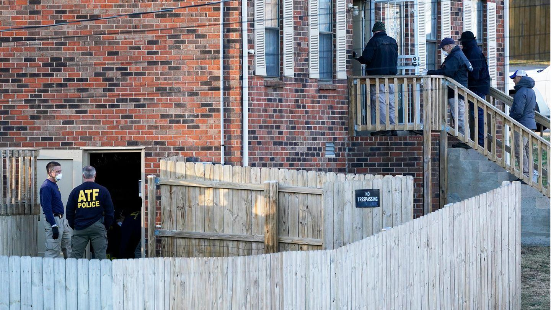 Ermittler des FBI und des ATF (Bureau of Alcohol, Tobacco, Firearms and Explosives) untersuchen ein Haus in Nashville.