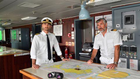 """""""Das Traumschiff"""" fuhrnach Kapstadt: Kapitän Max Parger (Florian Silbereisen, l.) und Staff-Kapitän Martin Grimm (Daniel Morgenroth, r.) nehmen Kurs auf Südafrika."""
