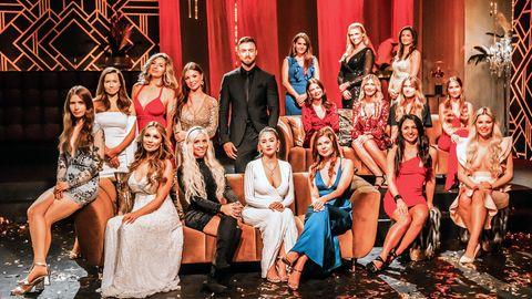 Bachelor Niko Griesert mit 17 der insgesamt 22 Kandidatinnen