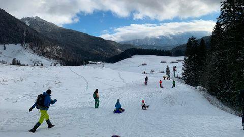 Urlauber im Skigebiet Spitzingsee