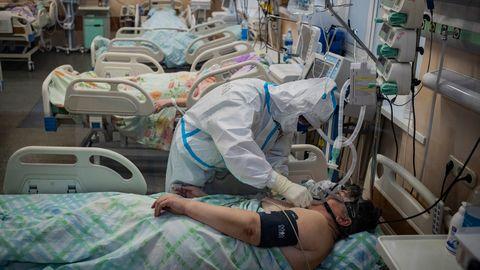 Krankenhaus in Twer bei Moskau : Krieg in der Roten Zone - wie Russland gegen die zweite Corona-Welle kämpft