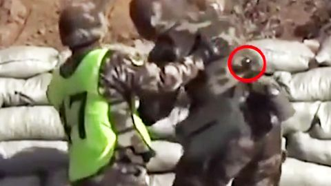 China: Ungeschickter Militärkadett verliert Handgranate