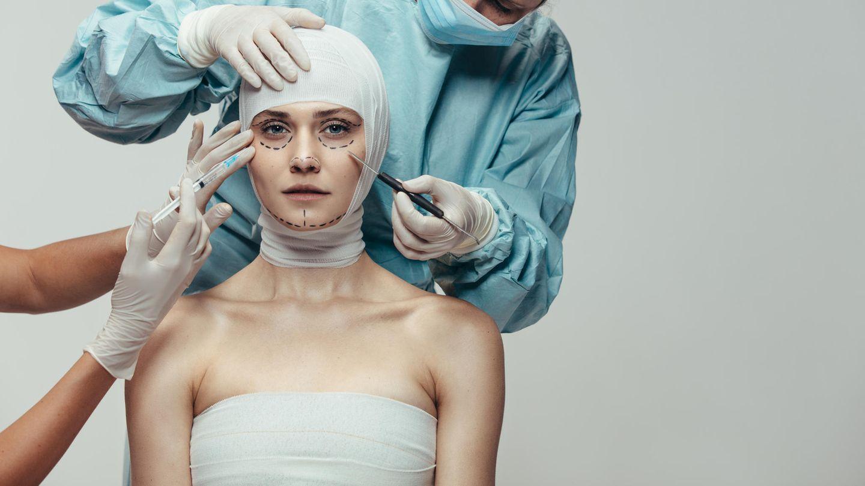 Die Bilder vor ihrer Schönheits-OP dürften die Patienten der Klinik nicht im Netz sehen wollen (Symbolbild)