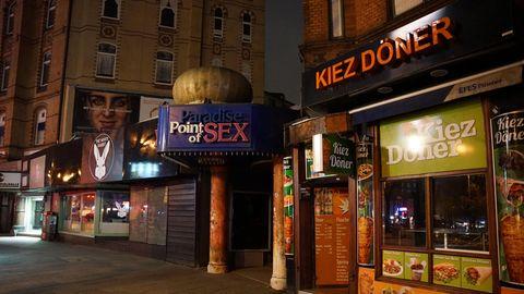 """Bei einem Döner-Laden und bei einem Laufhaus namens """"Paradise Point of Sex"""" sind alle Lichter aus"""
