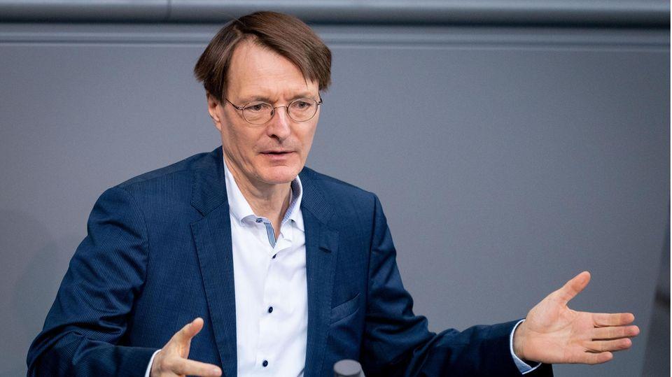 Karl Lauterbach, SPD-Bundestagsabgeordneter, spricht bei einer Sitzung des Bundestages zu den Abgeordneten