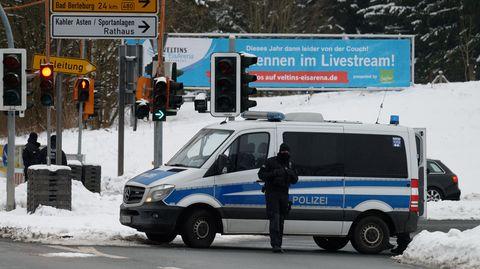 Polizei sperrt Zufahrt zu Skigebieten in Winterberg