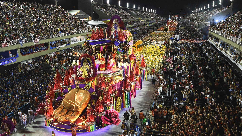 Höhepunkt des Karnevals in Rio: Der Zug derSambaschulen durch dasSambódromo