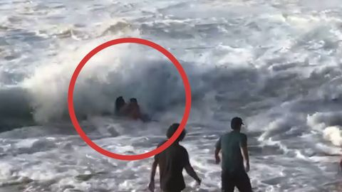 Dramatische Szenen: Surfer rettet Frau aus starkem Wellengang auf Hawaii