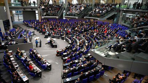 Der deutsche Bundestag, Angela Merkel bei einer Rede