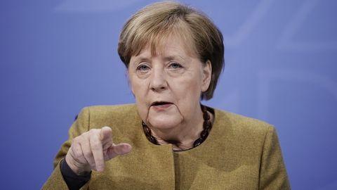 Kanzlerin Merkel appelliert an Bürger, Kontakte nochmal deutlich zu beschränken.