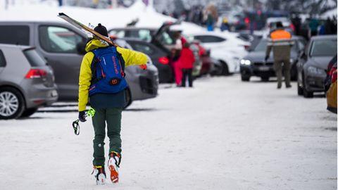 Eine Besucherin im SkigebietSaint-Cergue in der Schweiz.