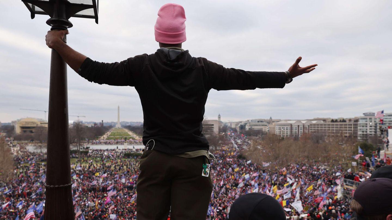 Es sind Tausende, die weiter für Donald Trump in die Bresche springen. Der noch amtierende Präsident hatte bei einer Rede seine Anhänger dazu angefeuert, vor das Kapitol zu ziehen, bevor es dann gestürmt worden war.