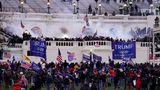 Durch ihre pure Masse fegen die Trump-Anhänger die Sicherheitskräfte zur Seite und erstürmen das Kapitol