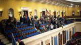 Der Pro-Trump-Mob versammelt sich in der Senatskammer des Kongresses