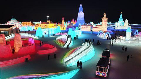 Bild 1 von 13der Fotostrecke zum Klicken:Das Eis- und Schneefestival im chinesischen Harbin findet bereits zum 37. Mal statt.