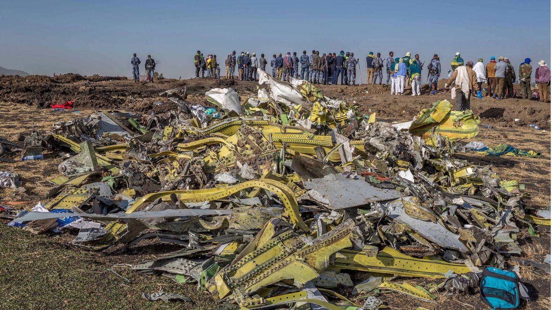 Überreste der am 10. März 2019 abgestürzten Boeing 737 Max von Ethiopian Airlines. Bei dem Unglück kurz nach dem Start in Addis Abeba kamen alle 157 Menschen an Bord ums Leben.