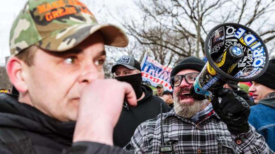 Dicht gedrängt und die meisten ohne Maske: Tausende Trump-Supporter kurz vor dem Sturm aufs Kapitol.