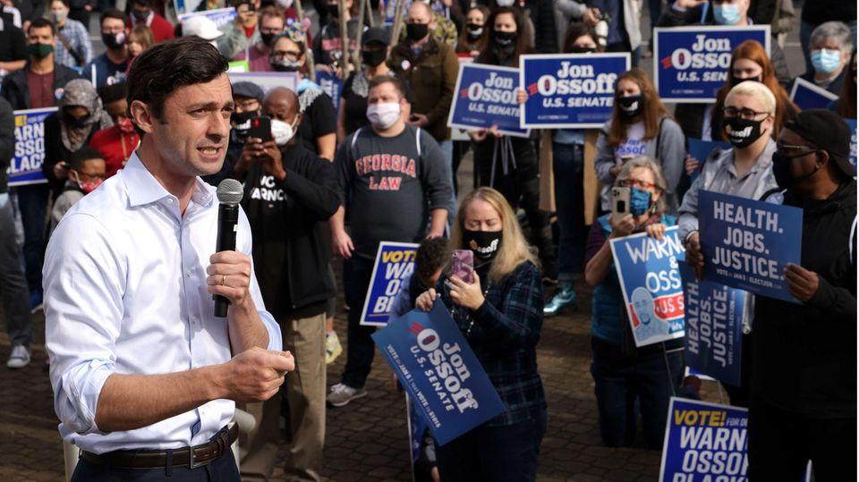 Während eines Wahlkampfauftritts vor der Clarke County City Hall inAthens Anfang Januar: Jon Ossoff.