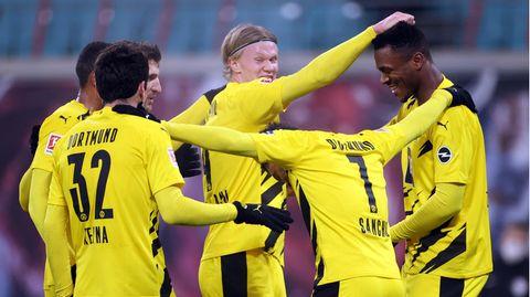 Erling Haaland (m.)erzielte zwei der drei Dortmunder Tore
