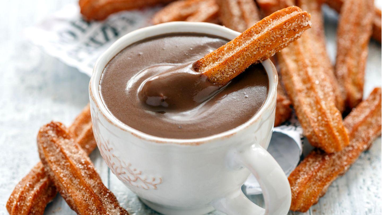 Churros schmecken besonders gut in Kombination mit selbst gemachter Schokosoße.