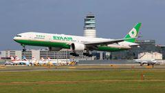 Platz 9: Eva Air  Die taiwanesische Fluglinie ist in Deutschland weniger bekannt, trat jedoch schon 2013 der Star Alliance bei. Die zweite große Fluggesellschaft der chinesischen Inselrepublik, die zur Evergreen-Container-Reederei gehört, gilt als besonders sicher und fliegt von Taipeh aus einige Städte in Europaan. DasDurchschnittsalter der Flotte betrrägt 6,3 Jahre.