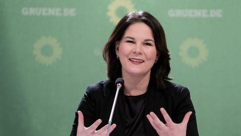Grünen-Vorsitzende Annalena Baerbock fordert in der Corona-Pandemie mehr Homeoffice in Deutschland – und FFP2-Masken für alle.