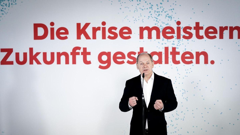 """Olaf Scholz, im Hintergrund der Schriftzug """"Die Krise meistern. Zukunft gestalten."""""""