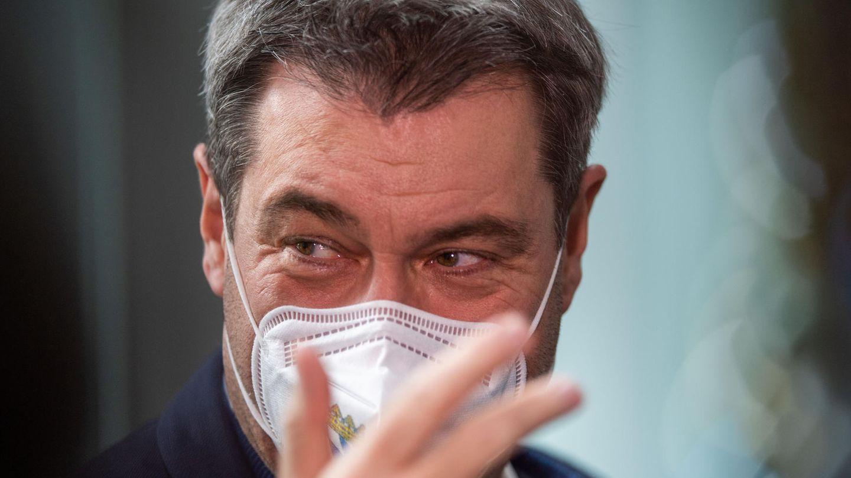 Bayerns Ministerpräsident Markus Söder schützt sich und andere mit einer FFP2-Maske vor einer Coronavirus-Infektion
