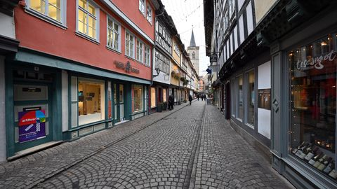 Die Krämerbrücke in Erfurt präsentiert sich fast menschenleer