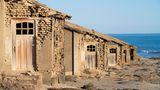 Die Bucht und das umliegende Gebiet gehören zu einem Sperrgebiet, das sich aufgrund der Bodenschätze entlang der Küste im Süden Namibias erstreckt.