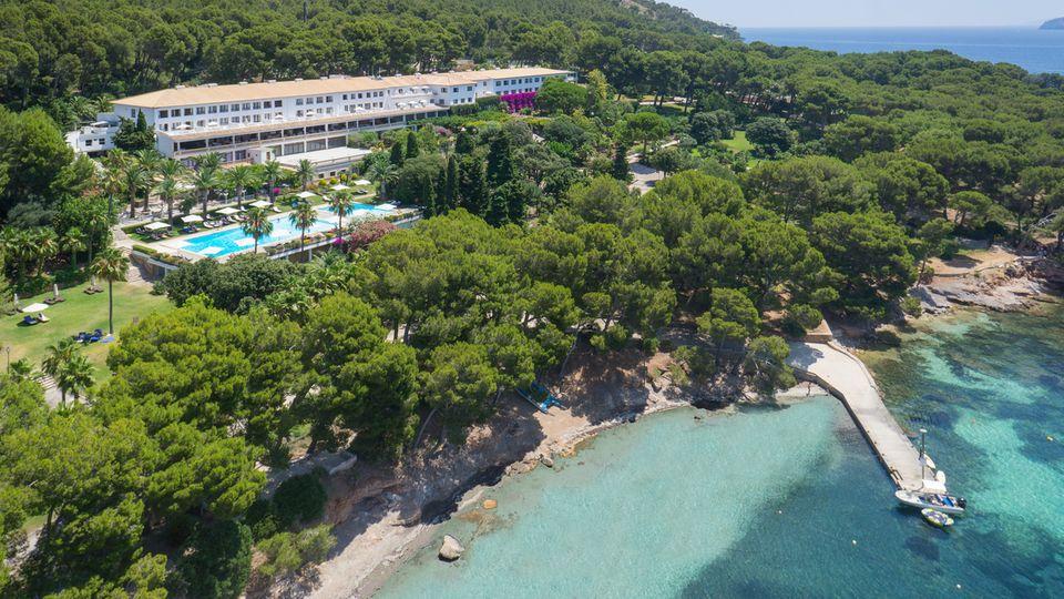 Blick auf das berühmte Hotel Formentor auf Mallorca