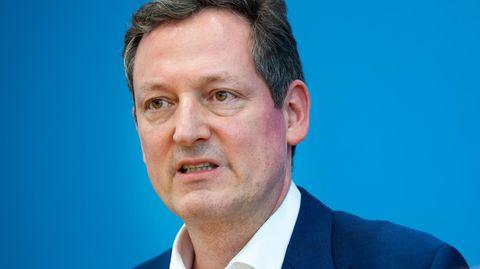 """Eckart von Hirschhausen: """"Pflegefachkräfte halten ihre Arbeit unter den jetzigen Bedingungen kaum aus"""""""