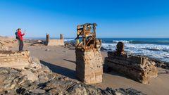 Vom Meer aus hat auch die stürmische Brandung der verlassenenen Siedlung mehr und mehr zugesetzt